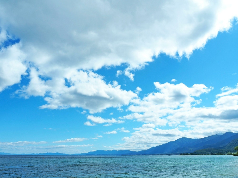 Image of clear skies at Lake Biwa